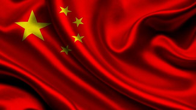 Крупнейшие компании Китая на фоне красного флага Китая