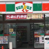 японский розничный магазин шаговой доступности, на сеть которых положила глаз корпорация FamilyMart