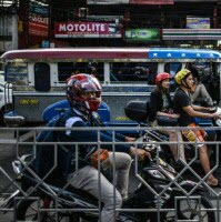 пробки в столице Филиппин Маниле бывают в час пик просто жуткие