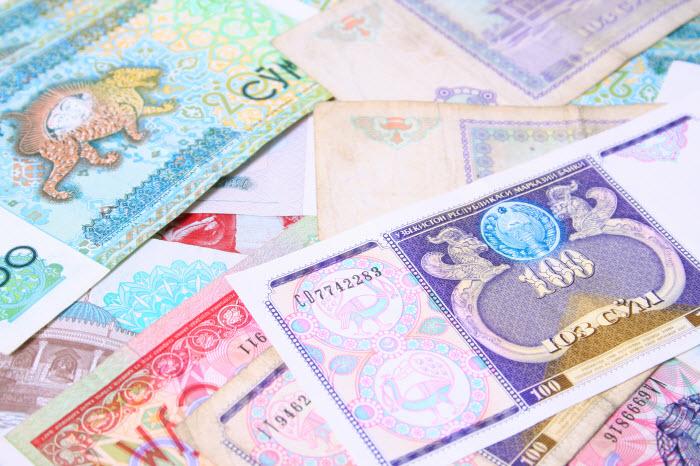узбекский сум - национальная валюта Узбекистана - перспективного frontier market с множеством недооцененных активов