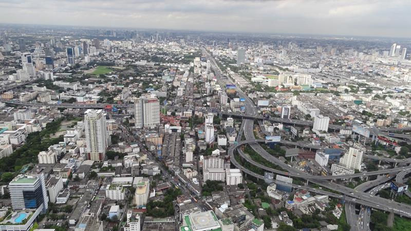 вид на Бангкок со смотровой площадки небоскреба, фотка сделана на той экскурсии