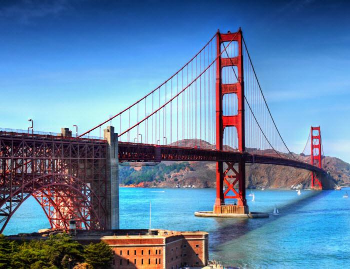 вид на мост Золотые Ворота, через который может пойти исход технологических компаний из города Сан-Франциско и области залива Сан-Франциско